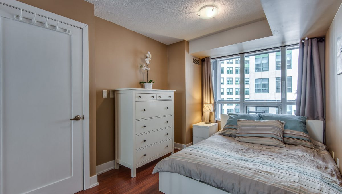 1009-20 Blue Jays Way - Bedroom
