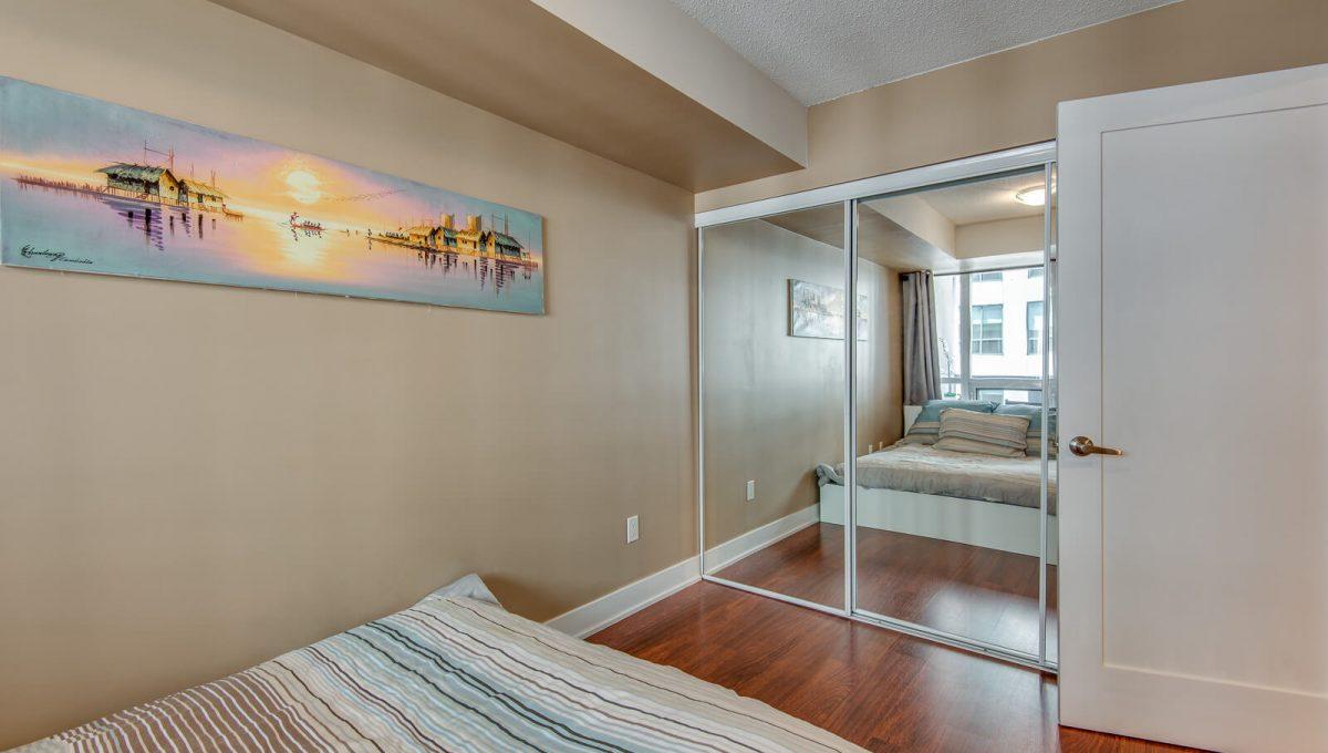 1009-20 Blue Jays Way - Bedroom