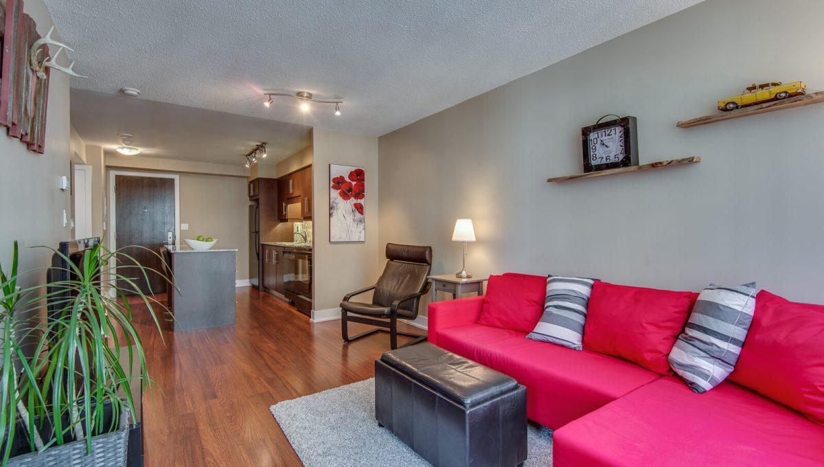 1009-20 Blue Jays Way - Living room