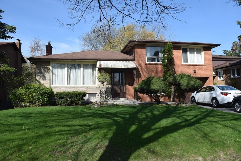 104 Maxome Ave - Front