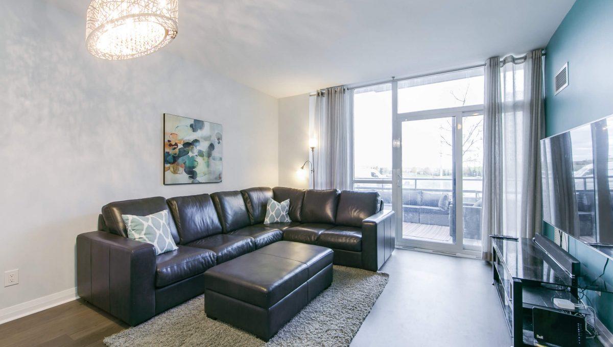 106-55 Oneida Cres - Living room