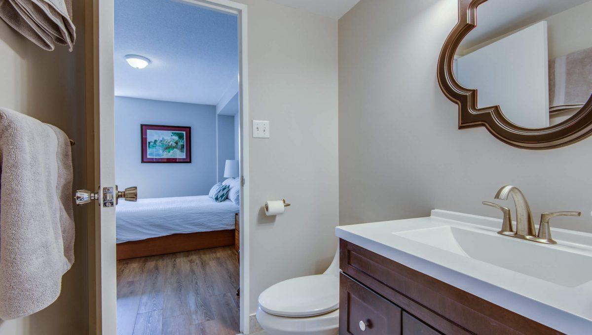 1206-75 Graydon Hall - 2pc ensuite bathroom
