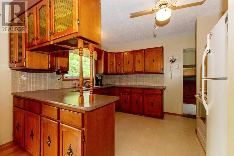 1493 Highway 96 East - Kitchen