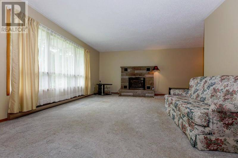 1493 Highway 96 East - Living room