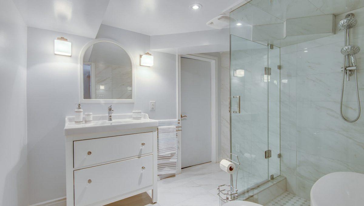 16 McRae Dr - Bathroom