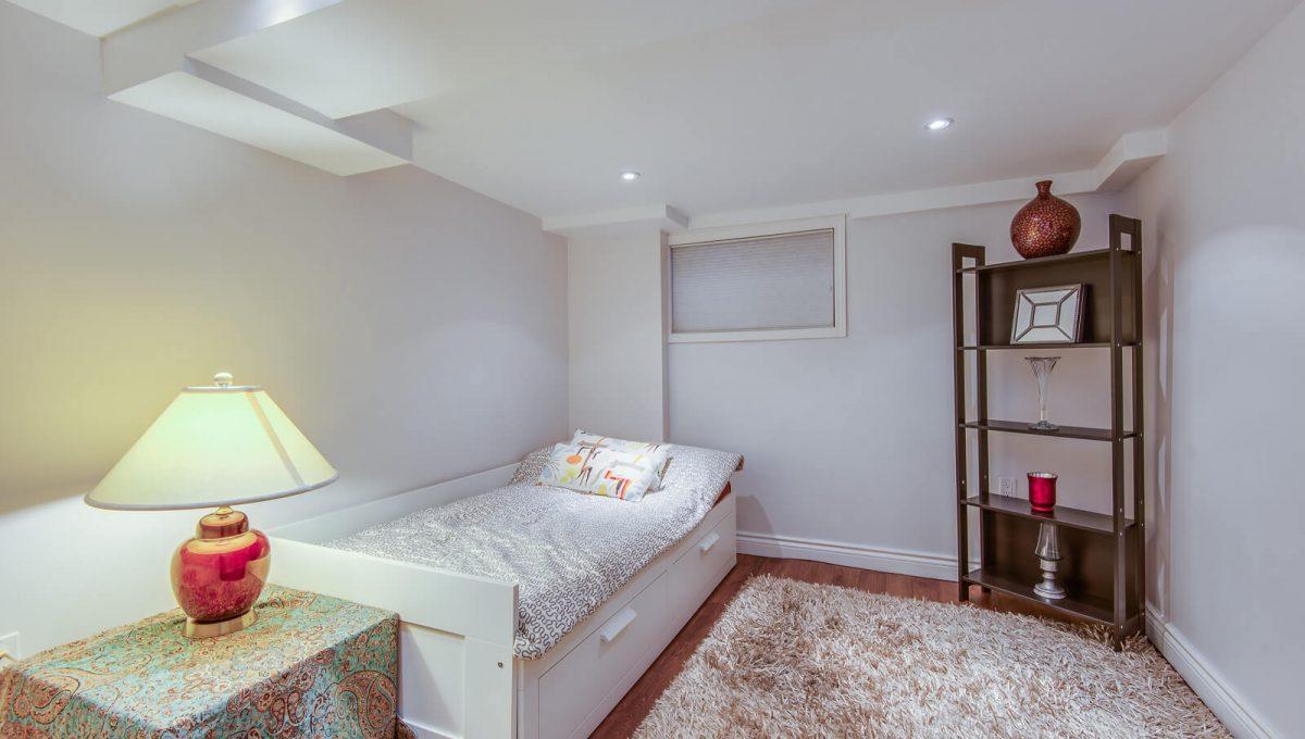 16 McRae Dr - Bedroom