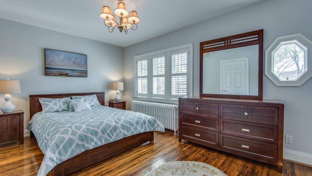 16 McRae Dr - Master bedroom