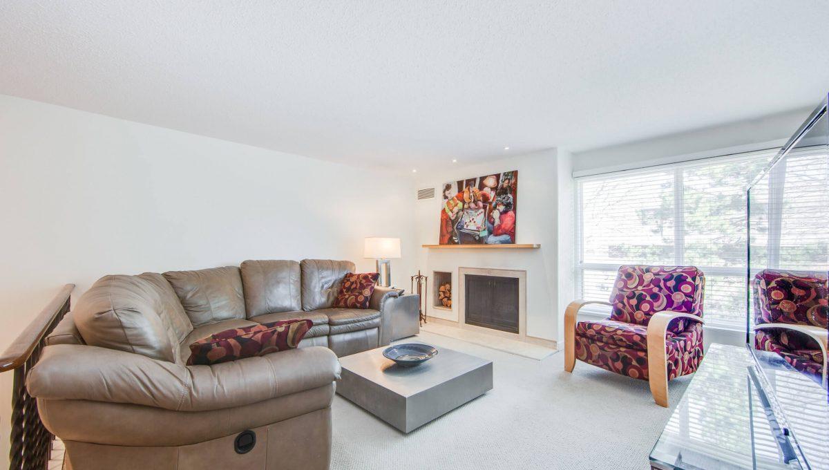71 Dutch Myrtle Way - Family room