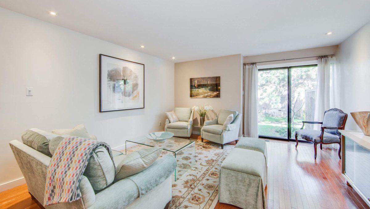 71 Dutch Myrtle Way - Living room