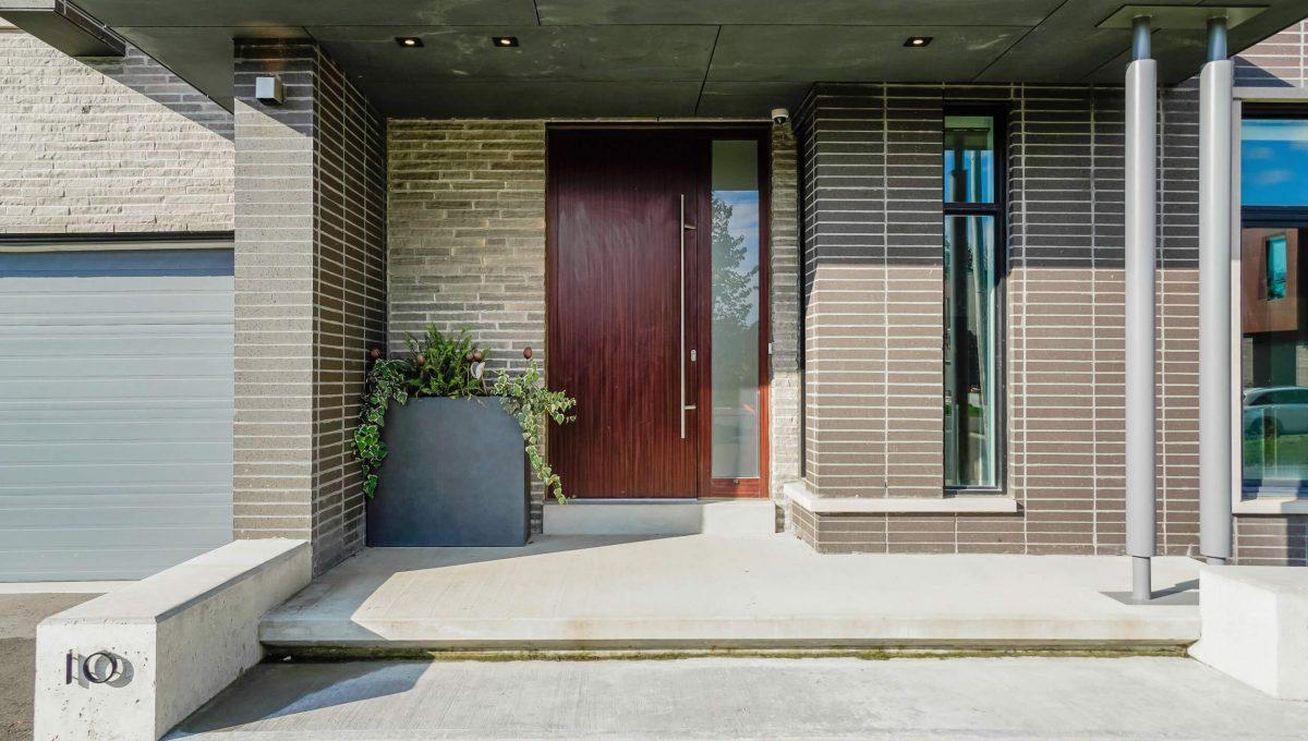 10 Valliere Place - Front Door