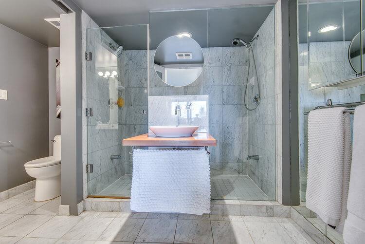216-550 Queens Quay W - Bathroom
