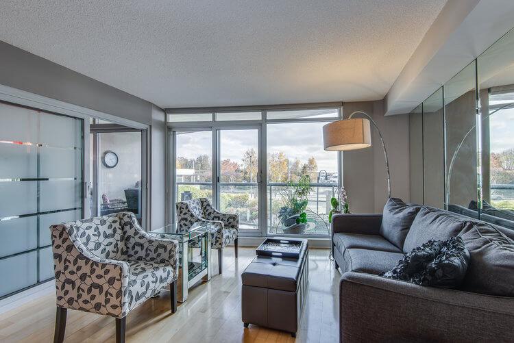 216-550 Queens Quay W - Living room