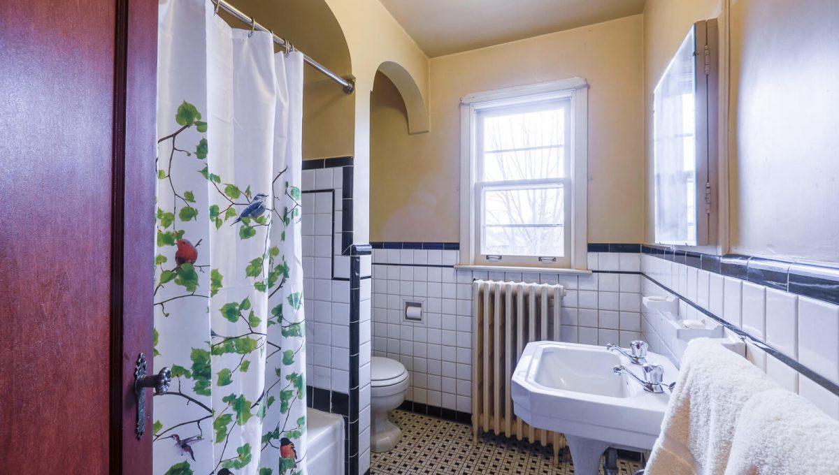 217 Hanna Rd - Bathroom