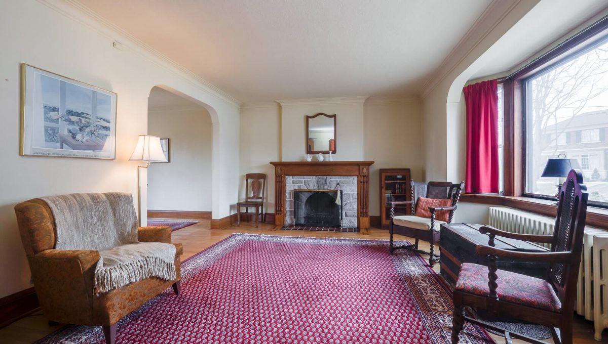217 Hanna Rd - Living room