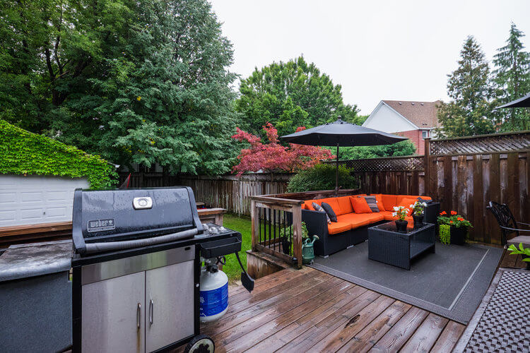 31 McNairn Ave - Backyard deck