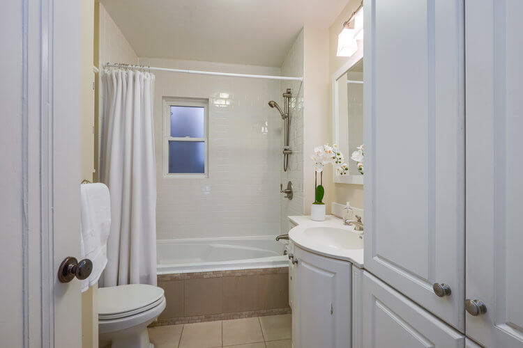 31 McNairn Ave - Bathroom