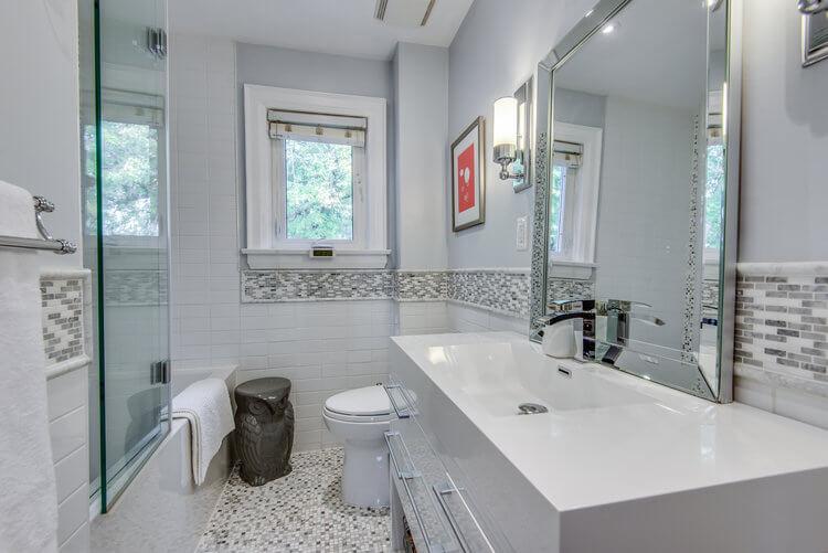 310 Cranbrook Ave - Bathroom