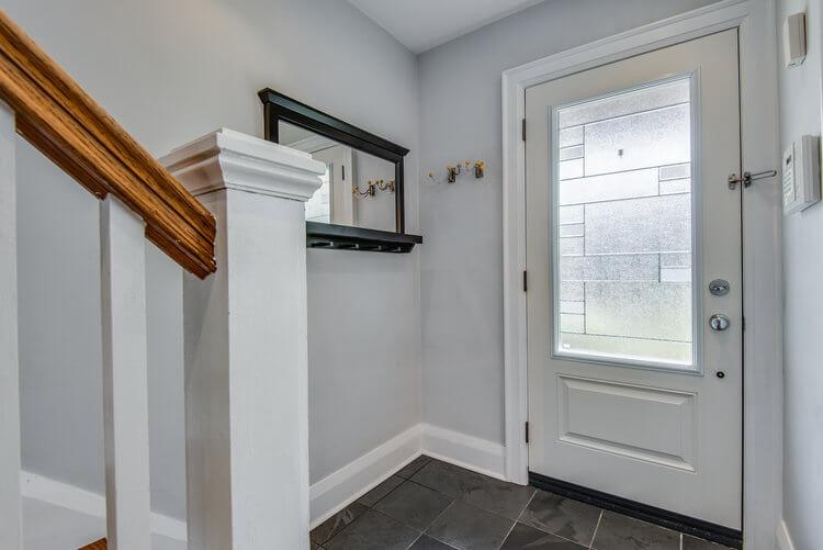 310 Cranbrook Ave - Foyer