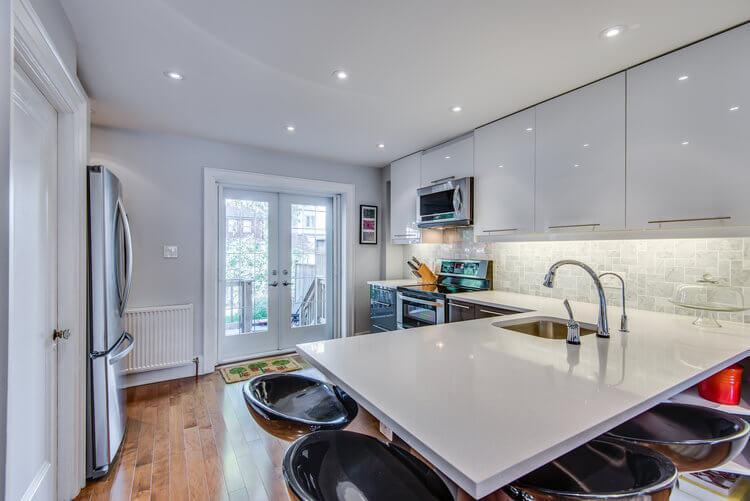 310 Cranbrook Ave - Kitchen