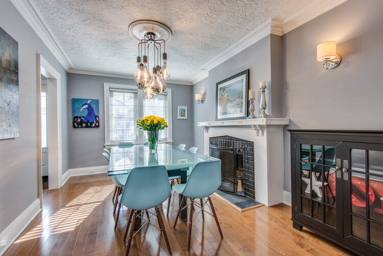 310 Cranbrook Ave - Living room