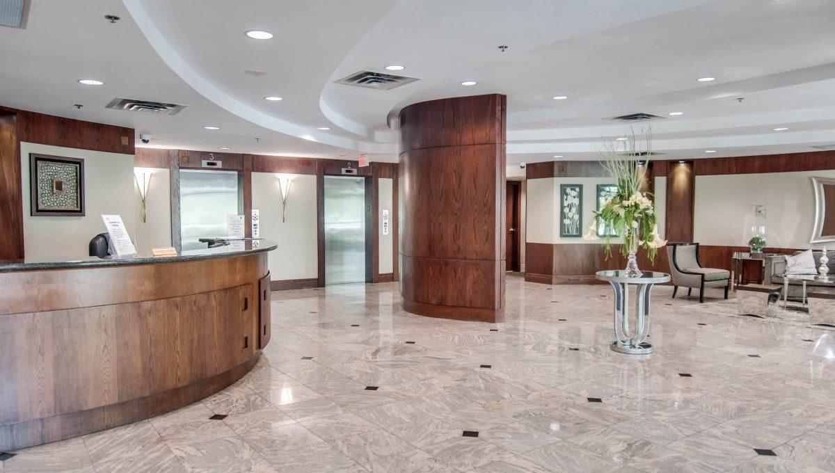 39 Oneida Cres - Foyer