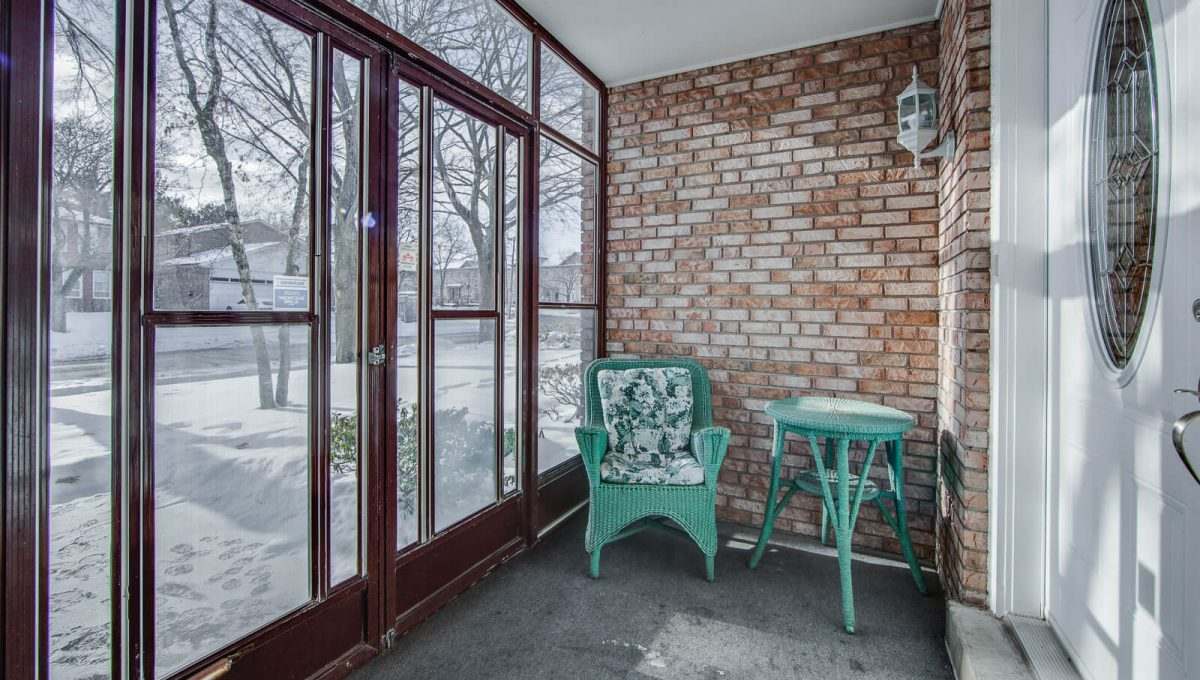 4 Argonne Cres - Enclosed porch