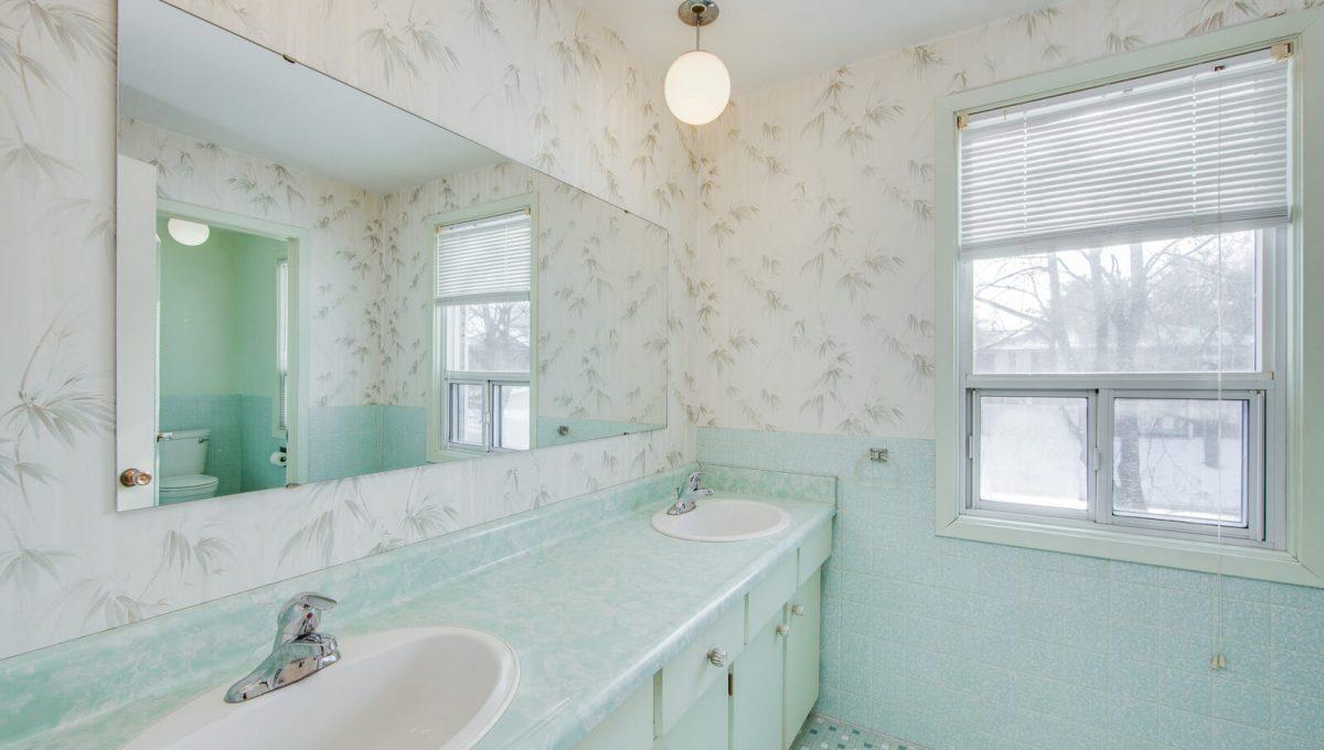 4 Argonne Cres - Washroom