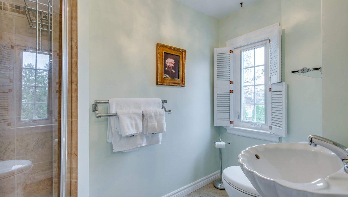 40 Craigmore Cres - 3pc bathroom