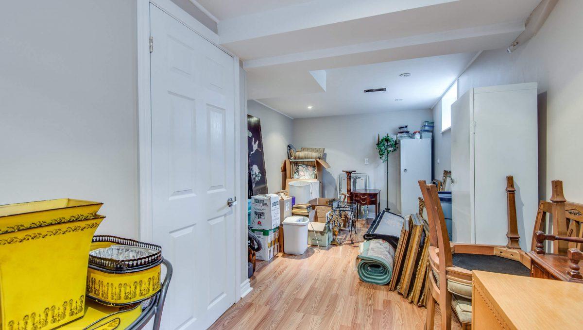 40 Craigmore Cres - Basement bedroom