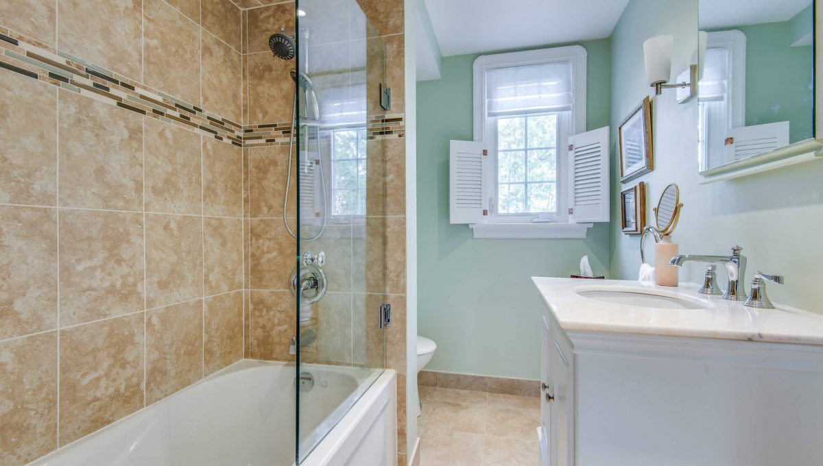 40 Craigmore Cres - Bathroom