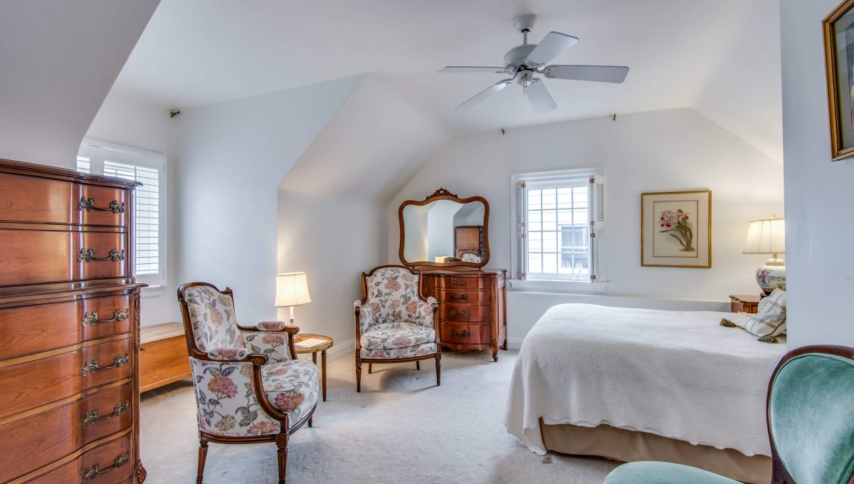 40 Craigmore Cres - Bedroom