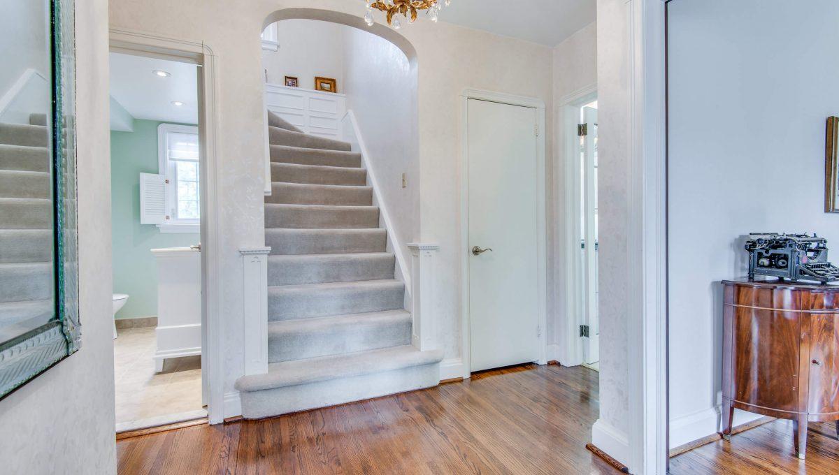 40 Craigmore Cres - Foyer