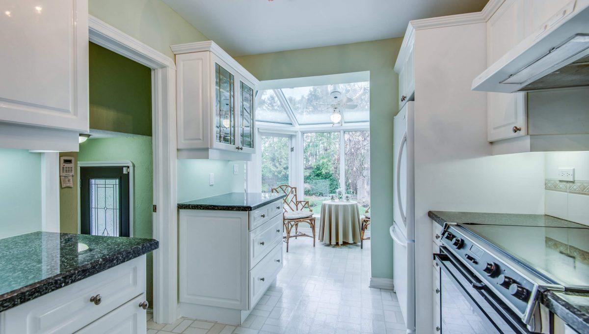 40 Craigmore Cres - Kitchen