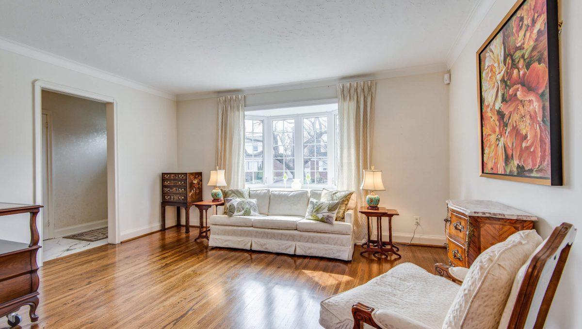 40 Craigmore Cres - Living room