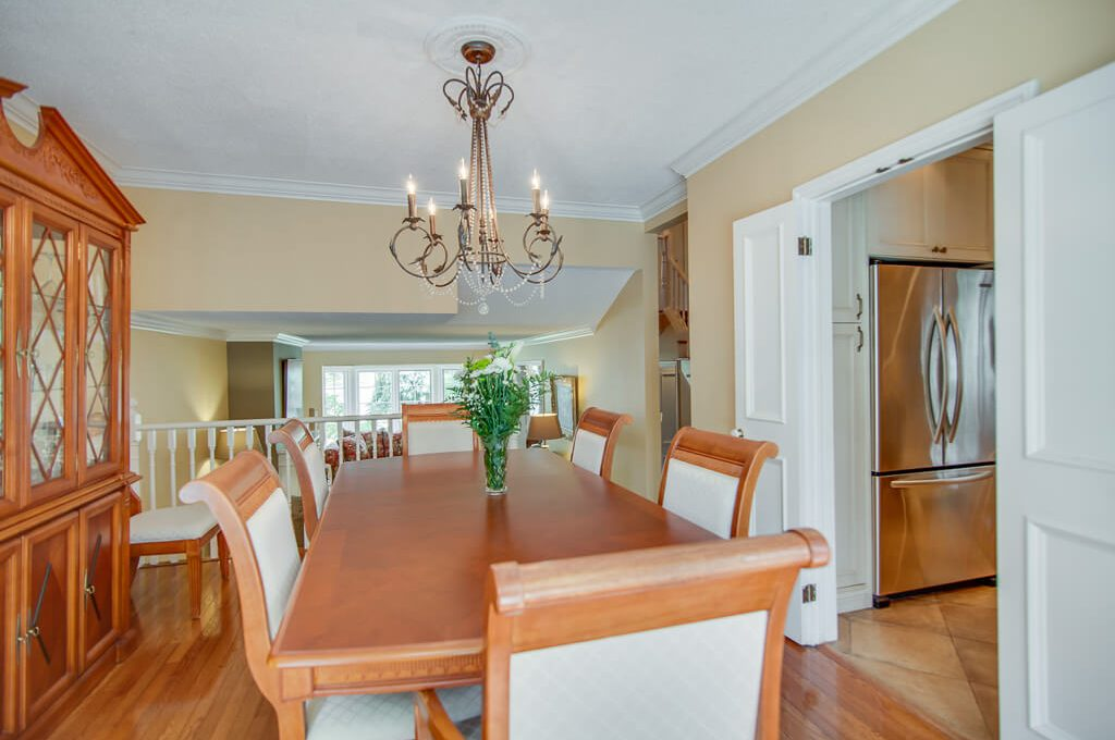 42 Skyview Cres - Dining room