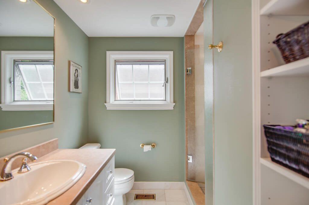42 Skyview Cres - Ensuite bathroom