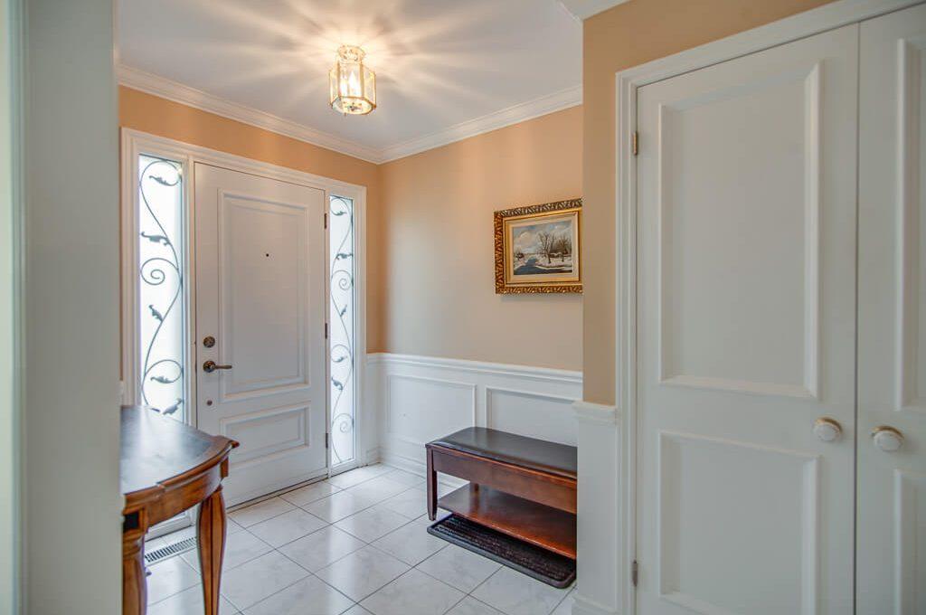 42 Skyview Cres - Foyer