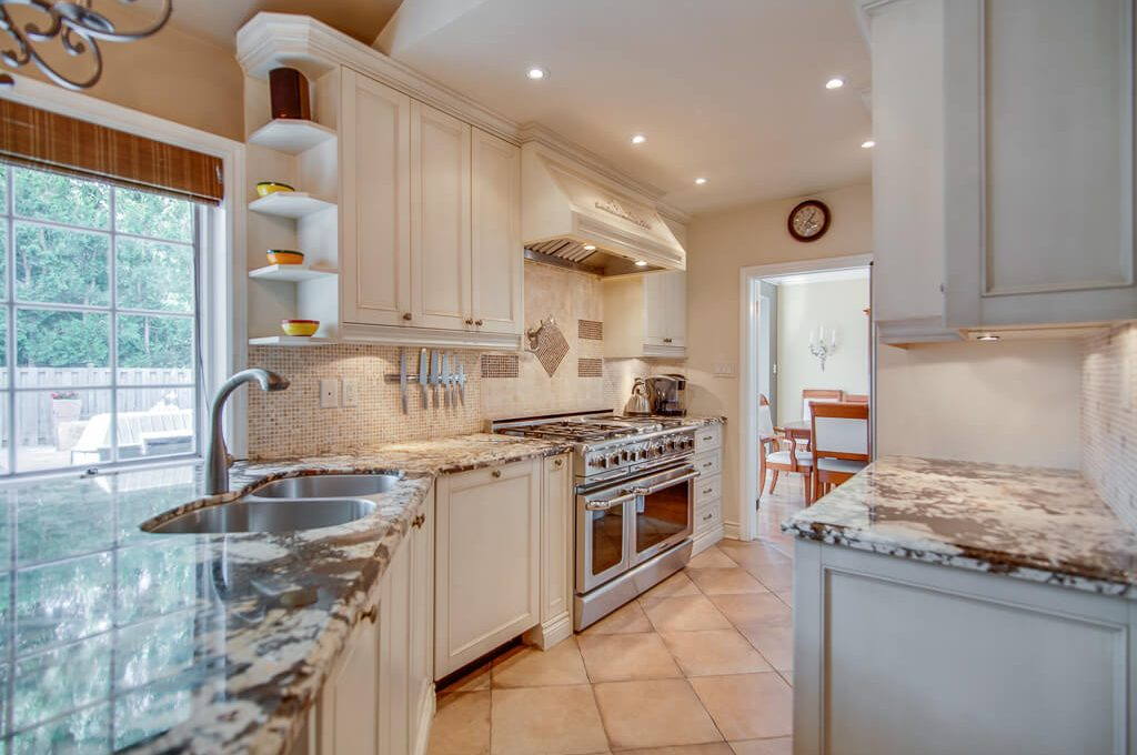 42 Skyview Cres - Kitchen