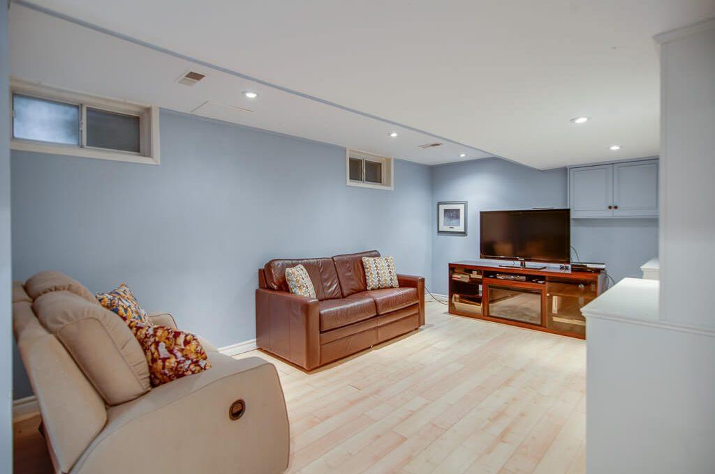 42 Skyview Cres - Rec room