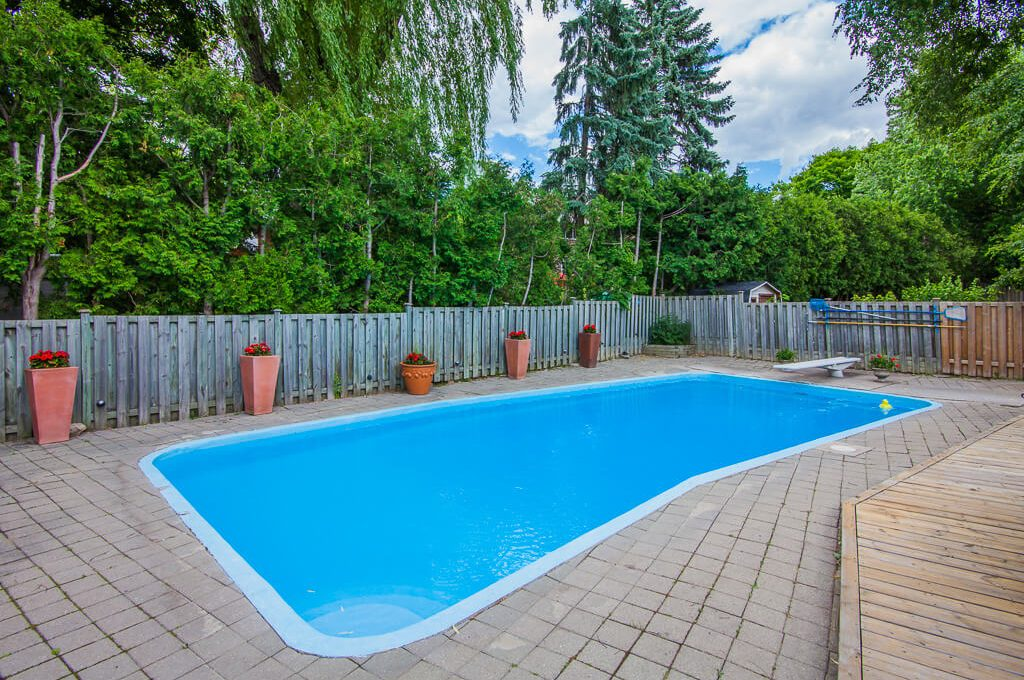 42 Skyview Cres - Swimming pool