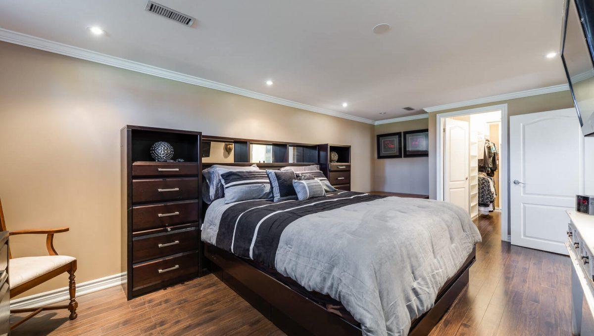 57 Sabrina Dr - Bedroom