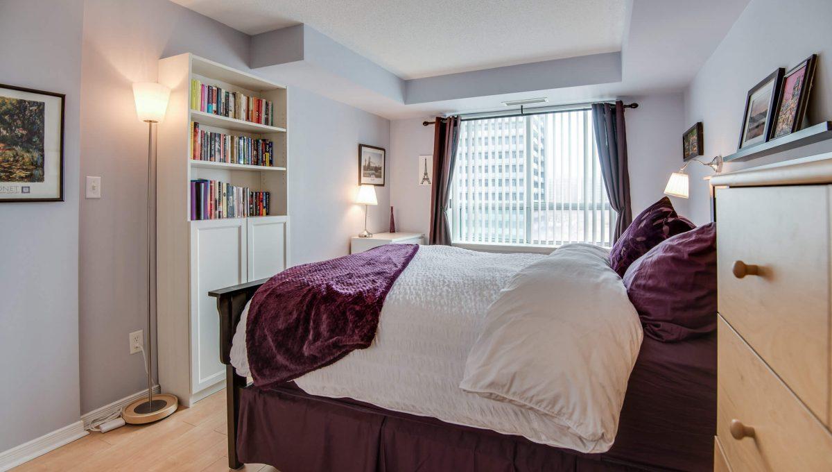 707-39 Oneida Cres - Bedroom