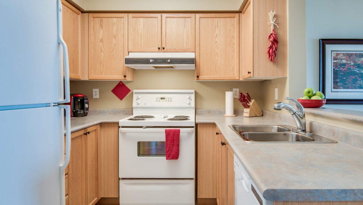707-39 Oneida Cres - Kitchen