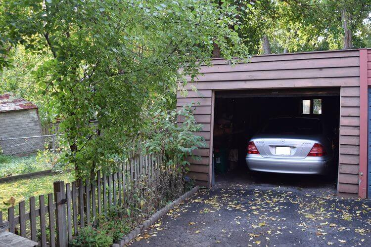 745 Millwood Rd - Garage