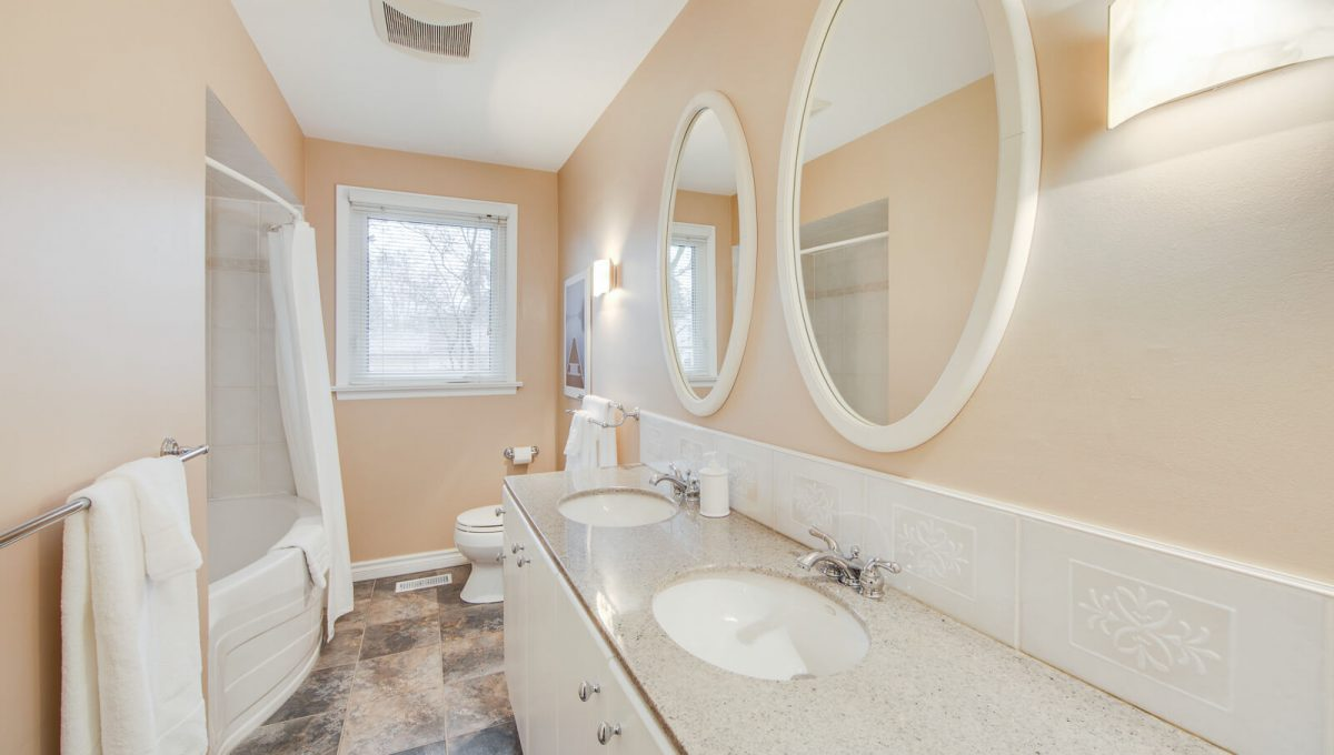 8 Boldmere Cres - 5pc bathroom
