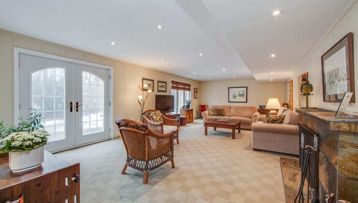 8 Boldmere Cres - Family room