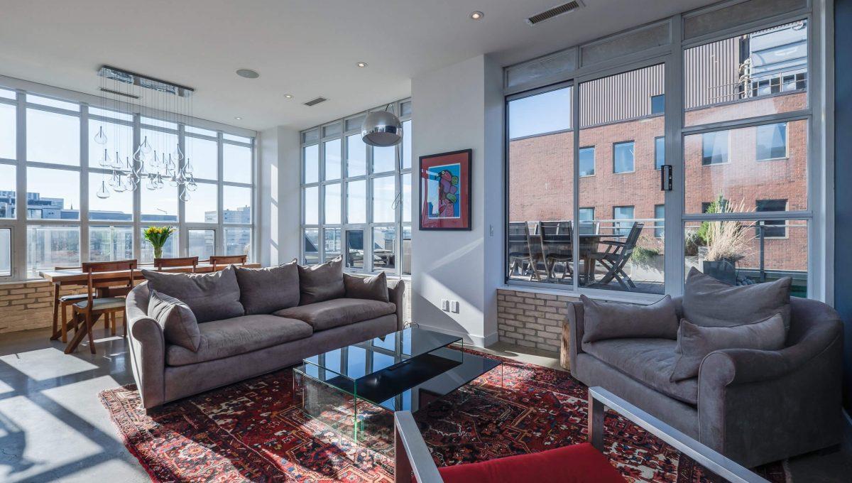 903-19 Brant St - Living room