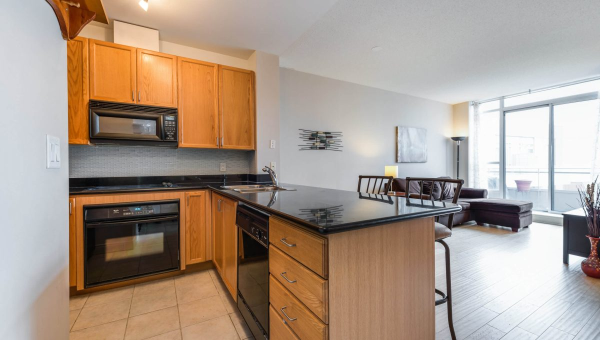 Uph2-245 Davisville Ave - Kitchen