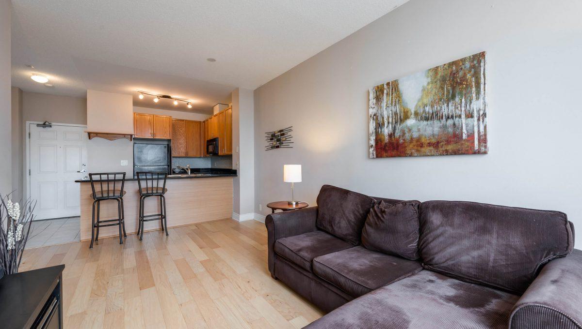 Uph2-245 Davisville Ave - Open concept living
