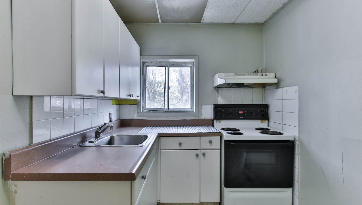 189 Churchill Ave - Kitchen